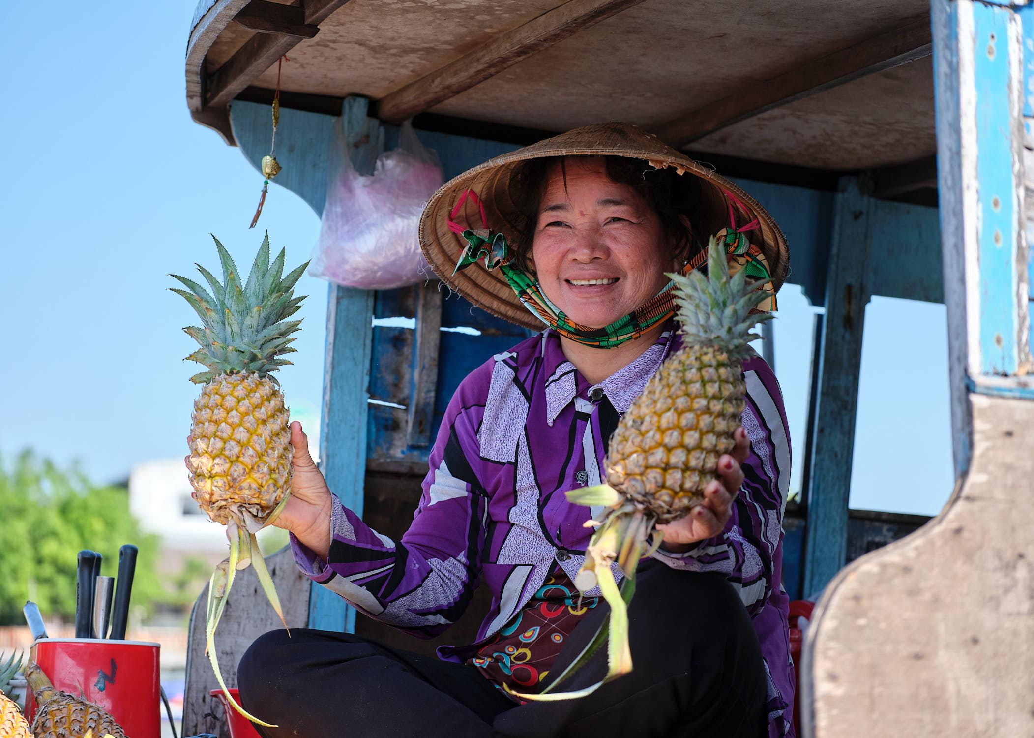 Pineapple lady at Cai Rang floating market