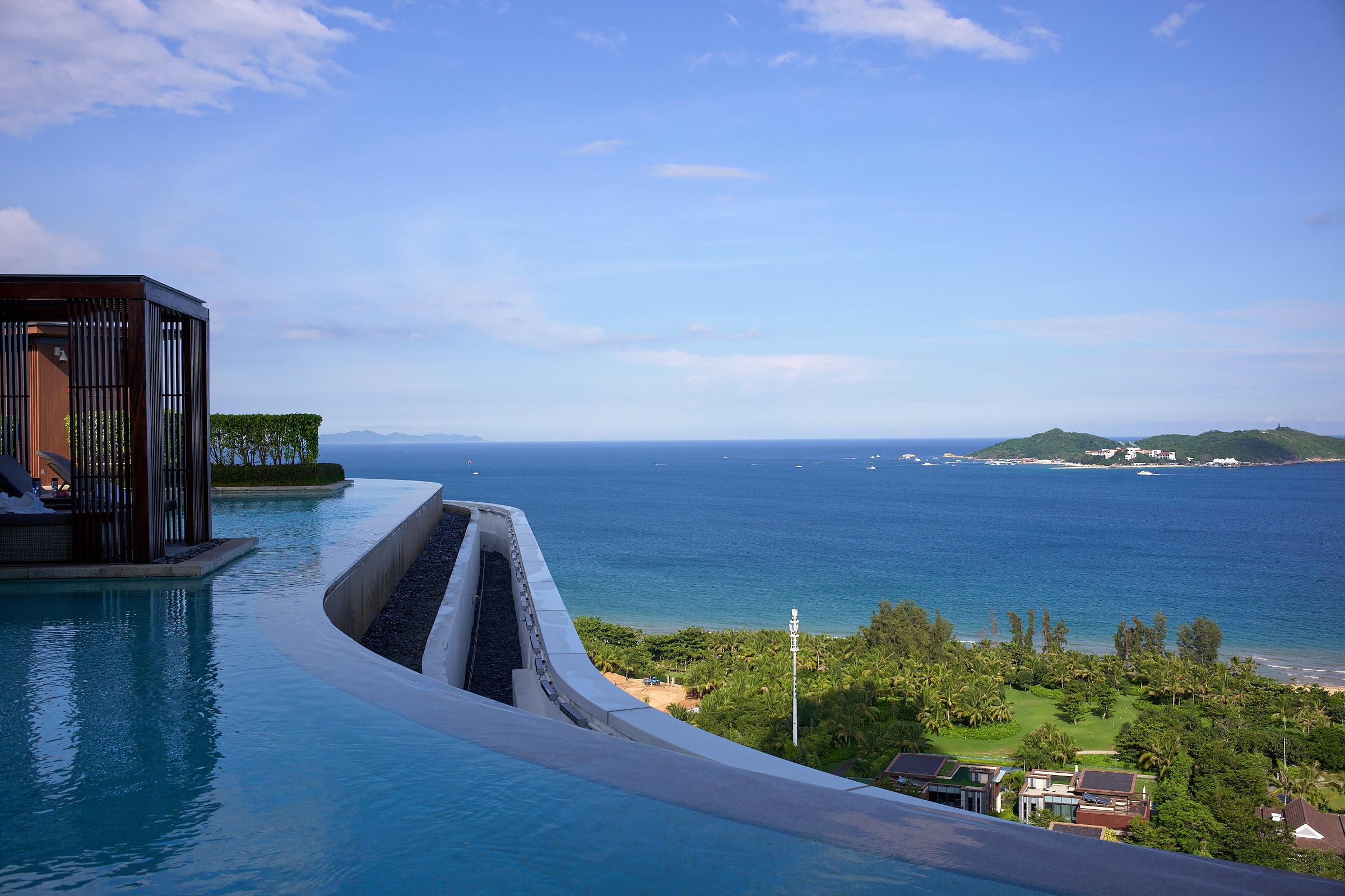 Rosewood Hotel pool Sanya, Chain